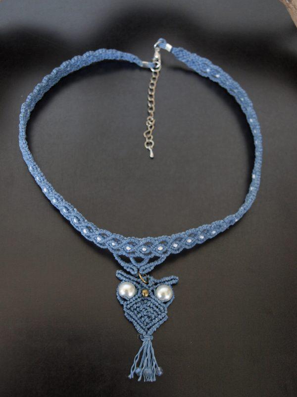 collier macramé bleu et pendentif chouette