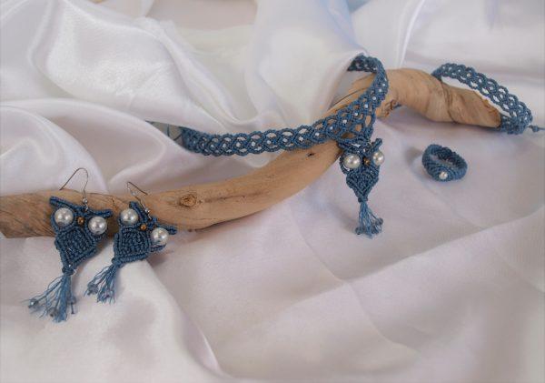 Parure en micro macramé modèle chouettes bleues