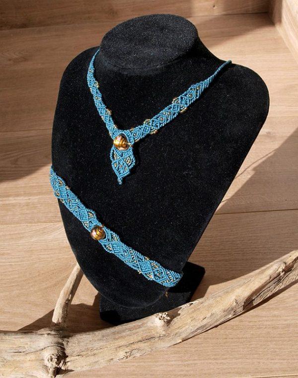 parure bijoux macramé bleu pétrol et perles de verres ambrées Crealeliam